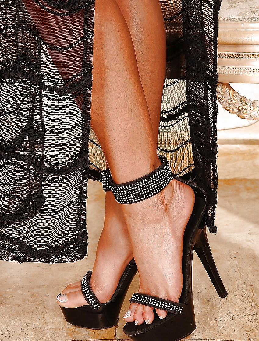Порно фото ножки в босоножках