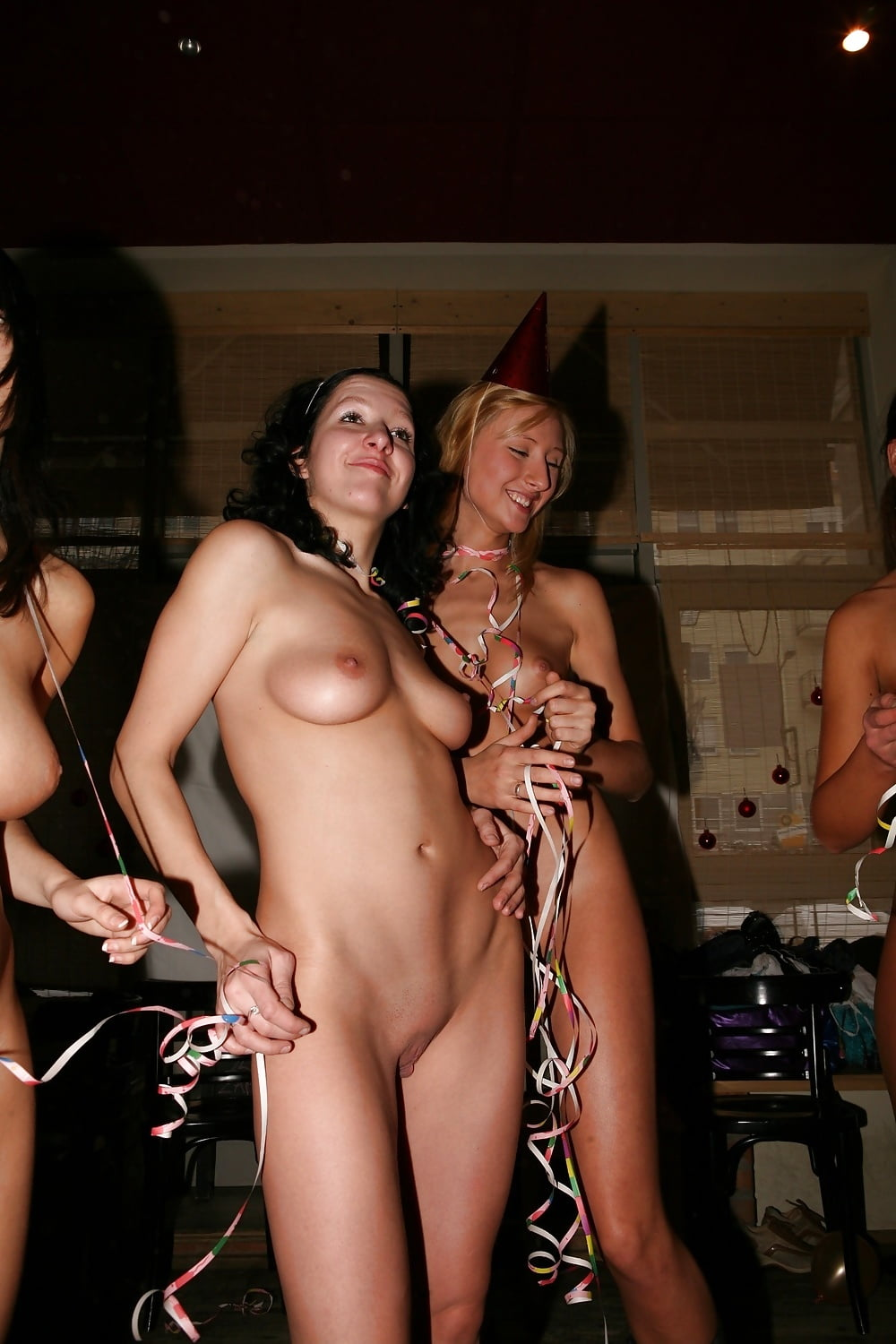 nude-party-gals