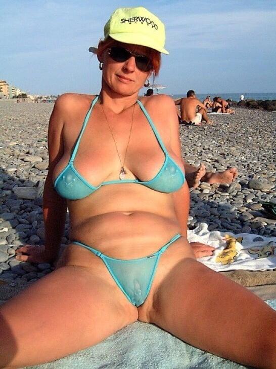 Amateur bikini babes