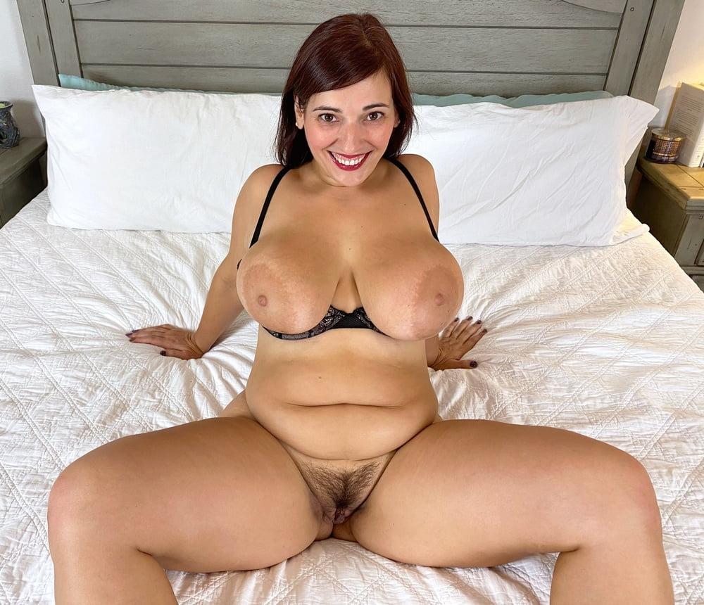 Andi - Busty mature!