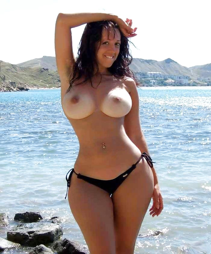 Naked chicks with with wide hips