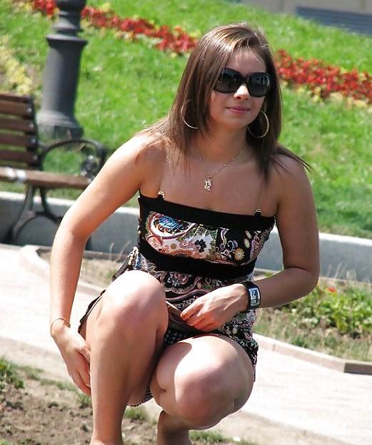 Фото толстая на корточках