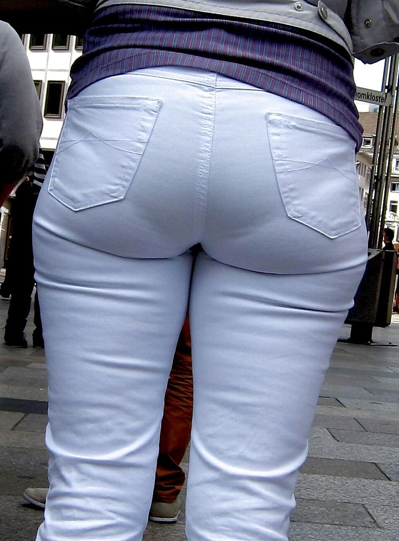 у девушек из под штанов видны трусики фото