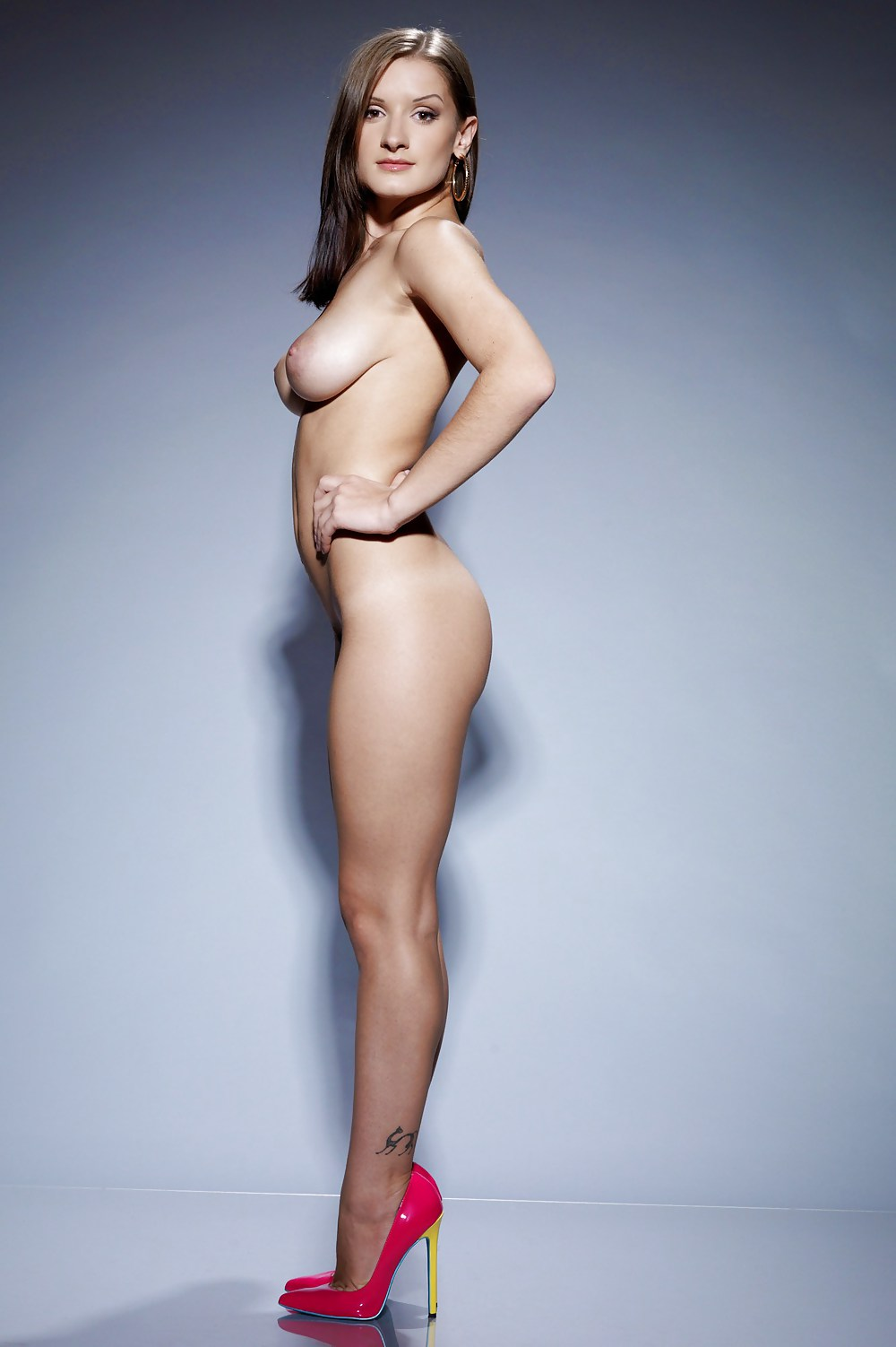 Pictures Of Naked Women In High Heels