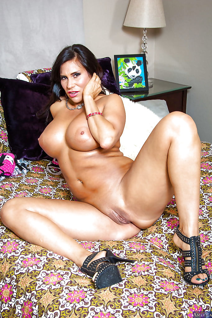 sexy-latina-mom-nude