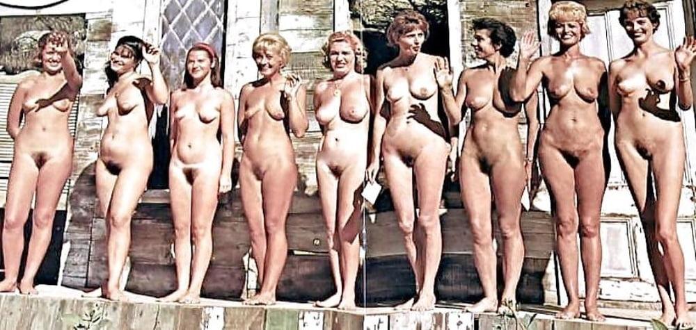 это голые девки с программы мисс вселенная толкнув меня диван