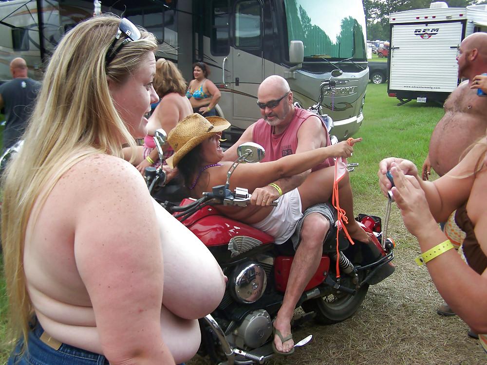 biker-chicks-fat-nude