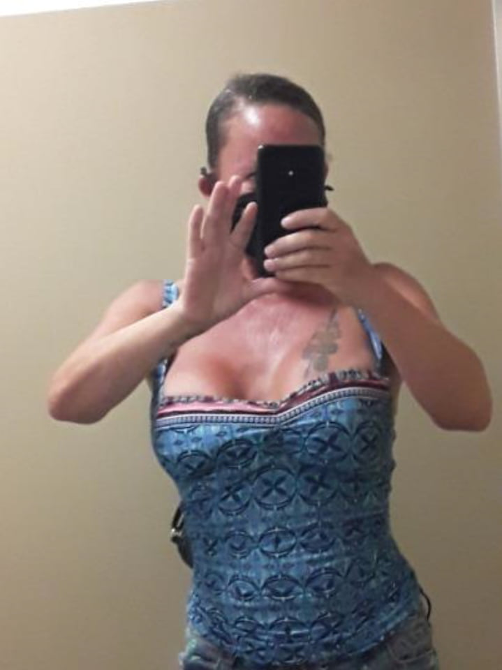 South Florida Latin Motel Slut (exposed face - leak oops) - 17 Pics