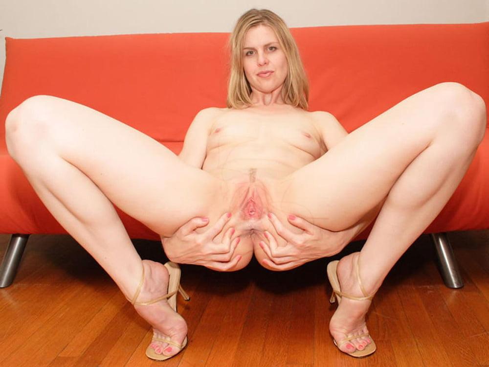 Mature legs wide open milf pussy