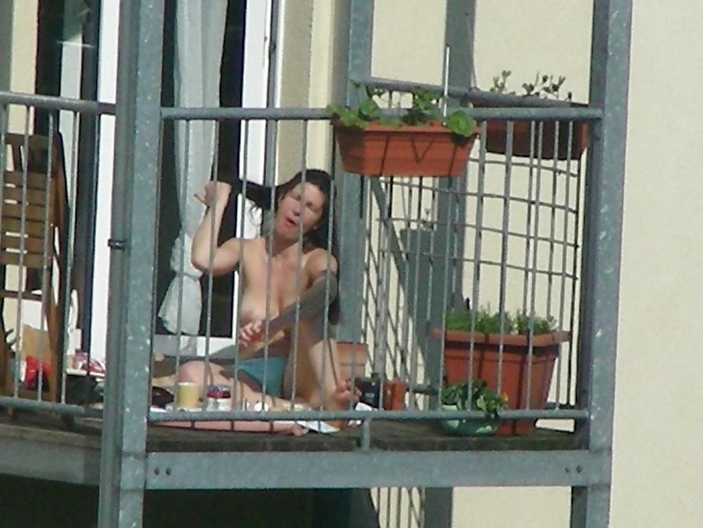 Подглядуем за балконами, смотреть порнушку с шалавами