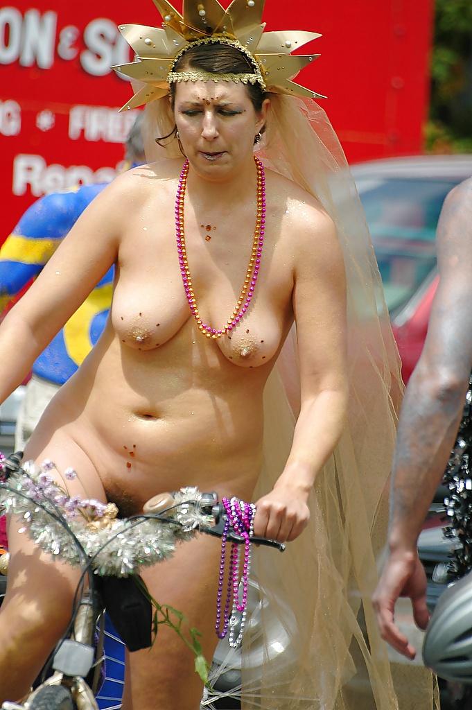 Фестиваль голых тел фото, раздвинутые ноги без трусов фото