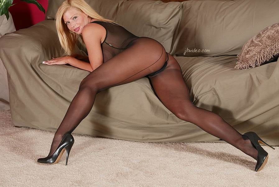 old-black-women-in-pantyhose-pamela-anderson-topless-pictures