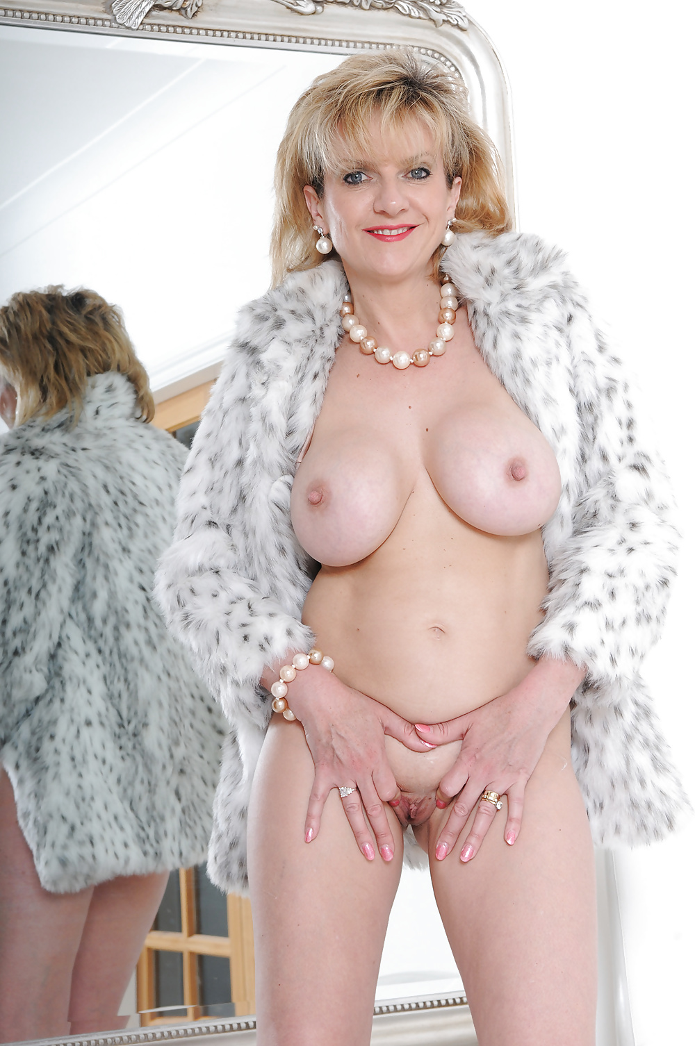 Видео голые леди #5