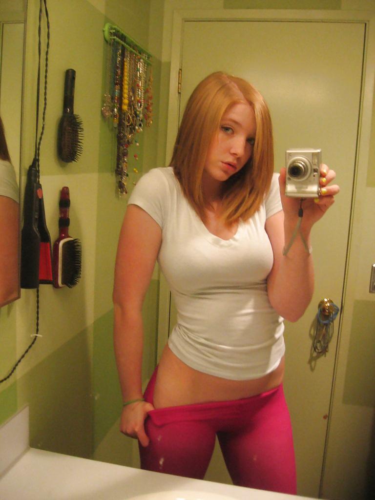 Porn image Selfies of Sophia fucks hair brush and pussy spooning