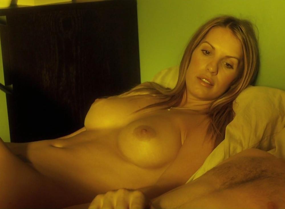 Nude amanda brooks girl porn outside