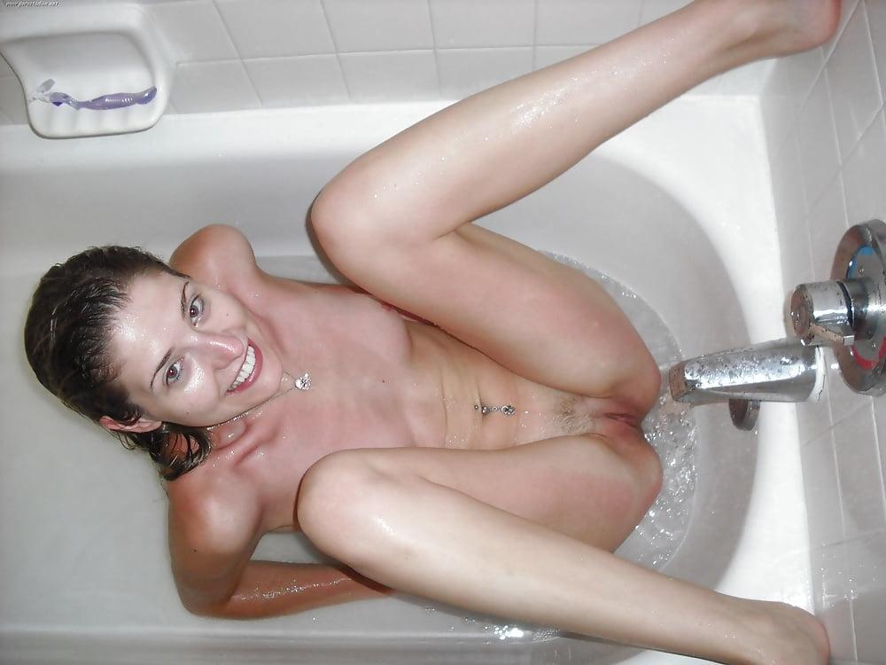 girls-pussy-in-public-bathroom-sexy