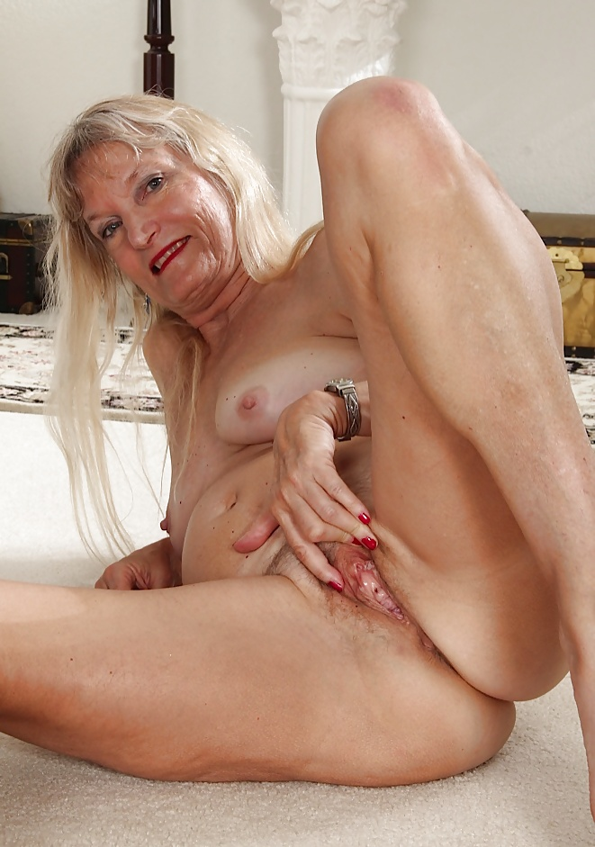 Want to see my old pussy 1