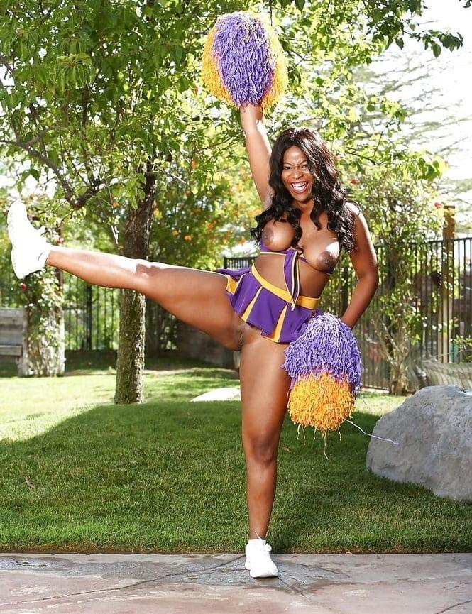 erotic-black-cheerleaders-paris-video-blowjob