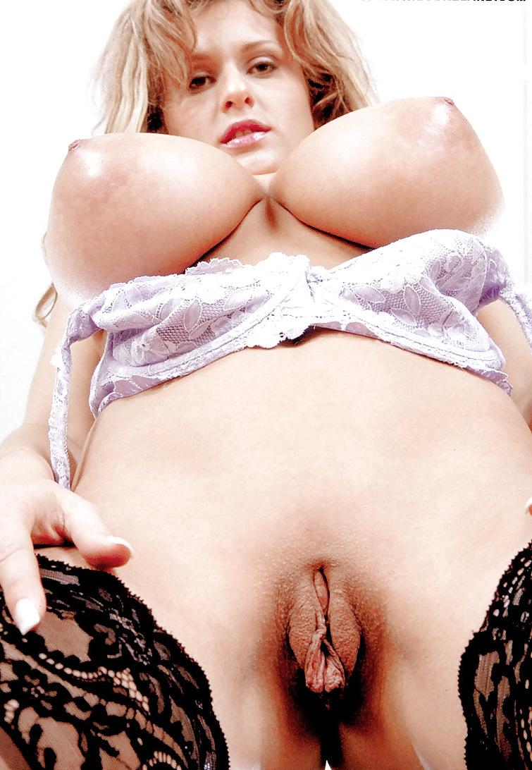 nude-pussy-porn-cassandras-wet