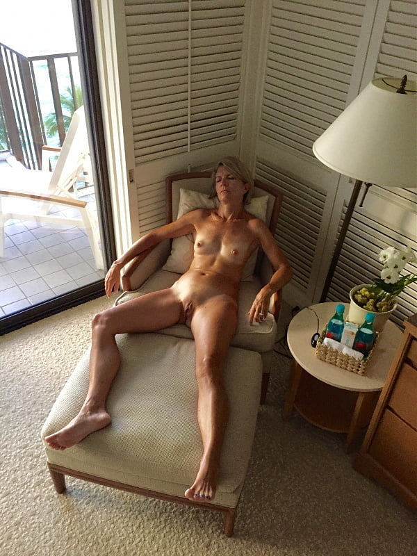 This mature blonde is fucking hot
