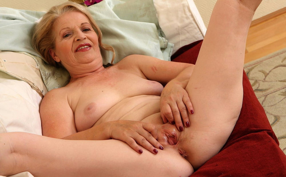 mature-woman-with-shaved-pussy