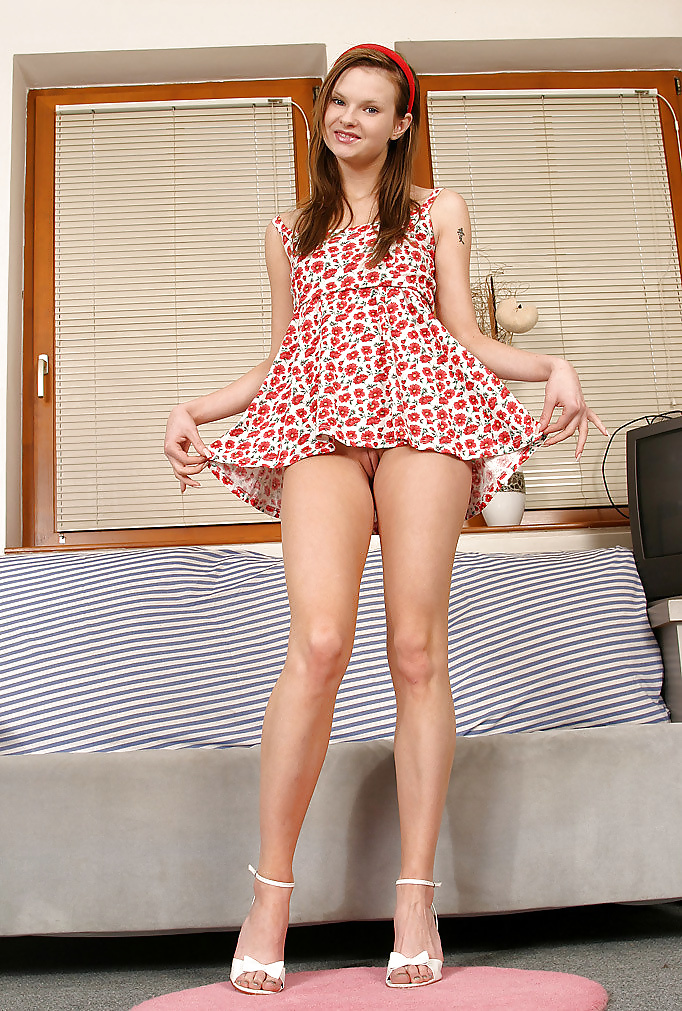 amazing-porn-sexy-teen-cute-with-short-dress