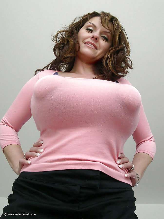 thick-busty-in-belly-shirt-tall-sexy-latina-pussy