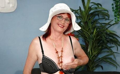 Granny slutty whore- 12 Pics