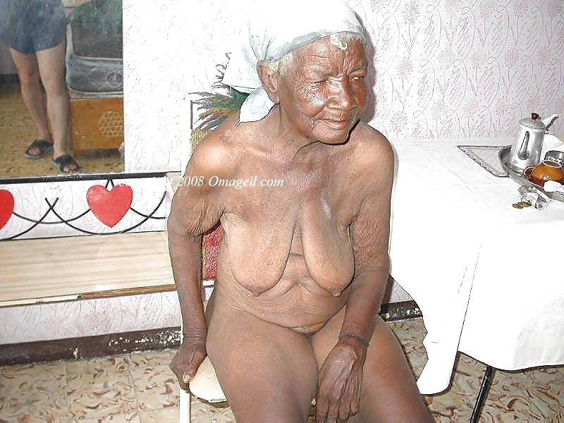old-black-granny-nude-amatuer