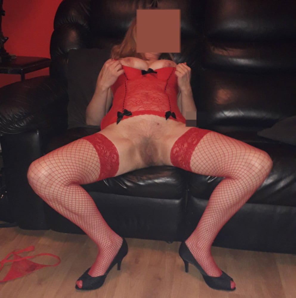 Scottish wife in red - 10 Pics