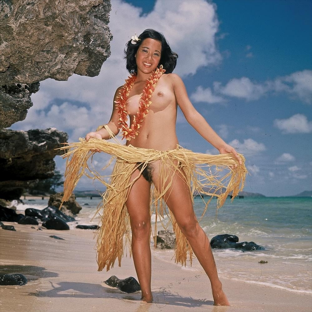 Mature beautiful naked hawaiian woman with straw