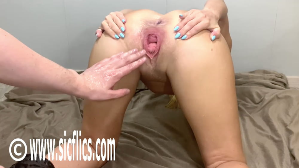Extreme amateur fisting and insertions - 10 Pics