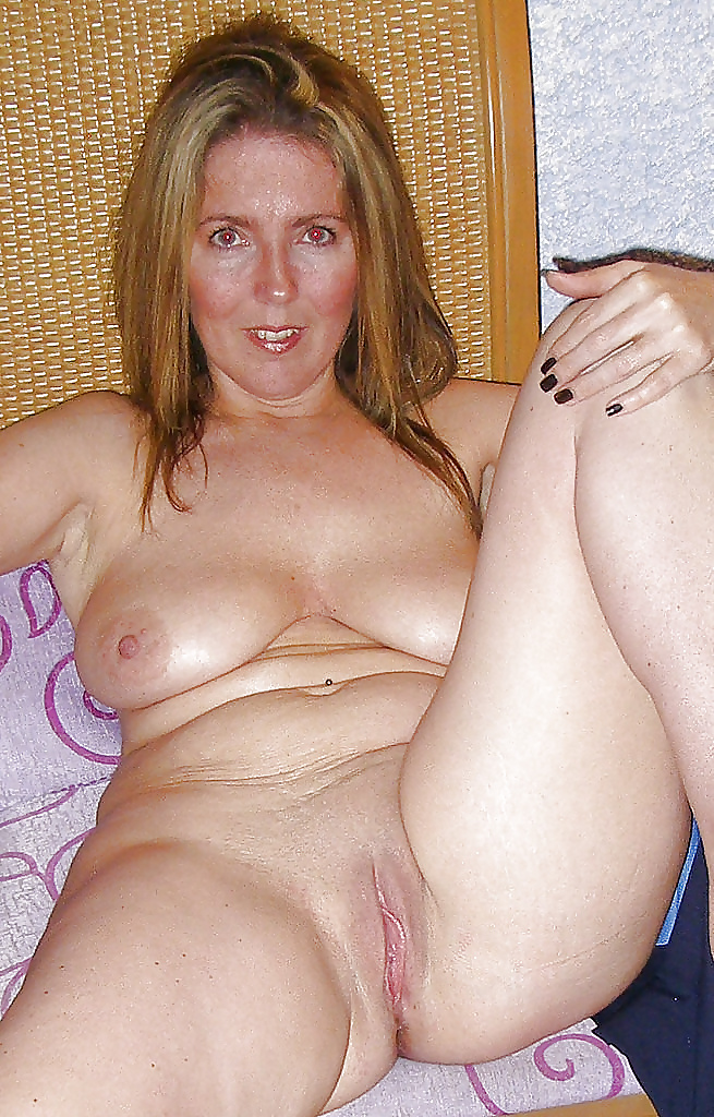 nude-pics-of-housewives