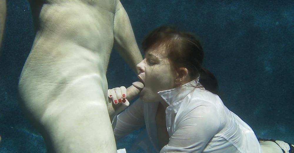 Рукой Под Юбку Порно