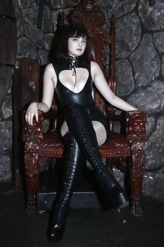 Mature mistress bdsm