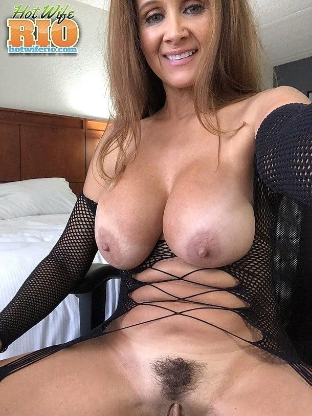 Hot wife rio masturbating