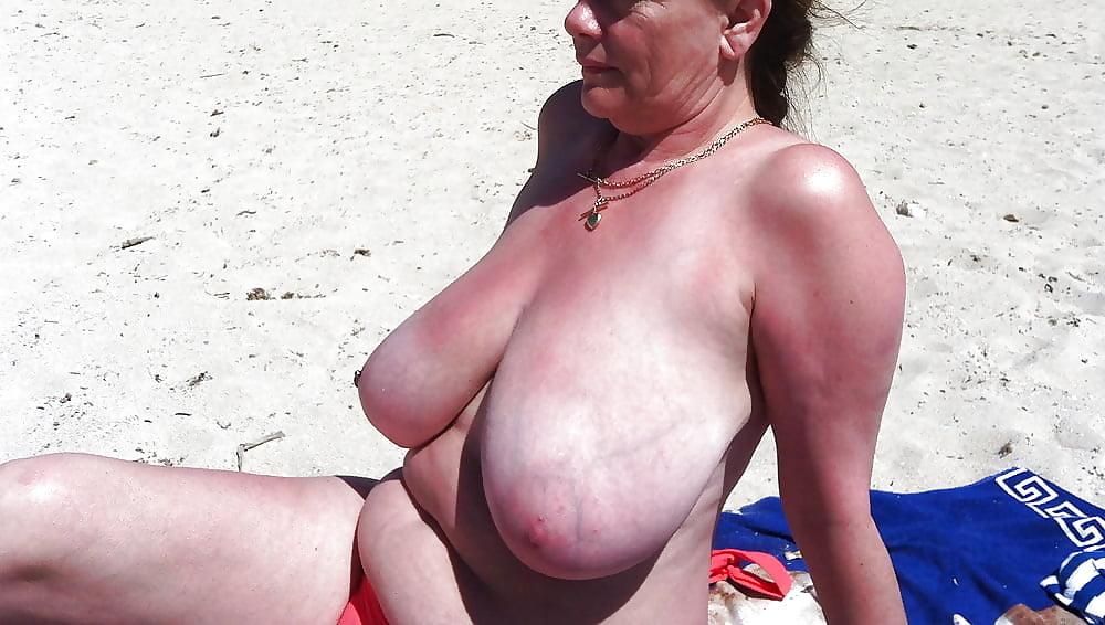 Bikini big tits in public beach