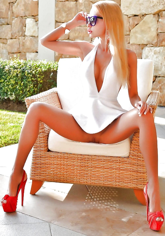 Wilsonn nude long legs upskirt babe