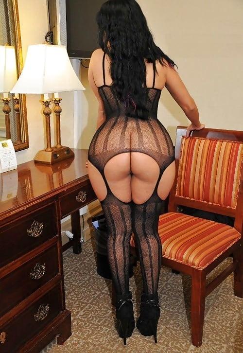 Прокуроршей девушки в черных чулках с большими попами горлышко азиатки телочки