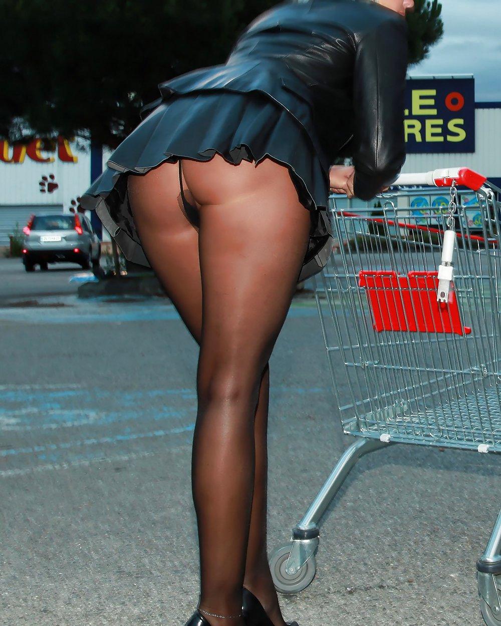 Красивые ножки и попки в мини юбках