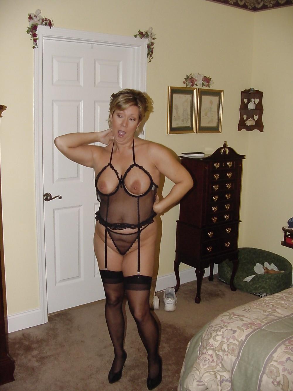 Amateur lingerie milf