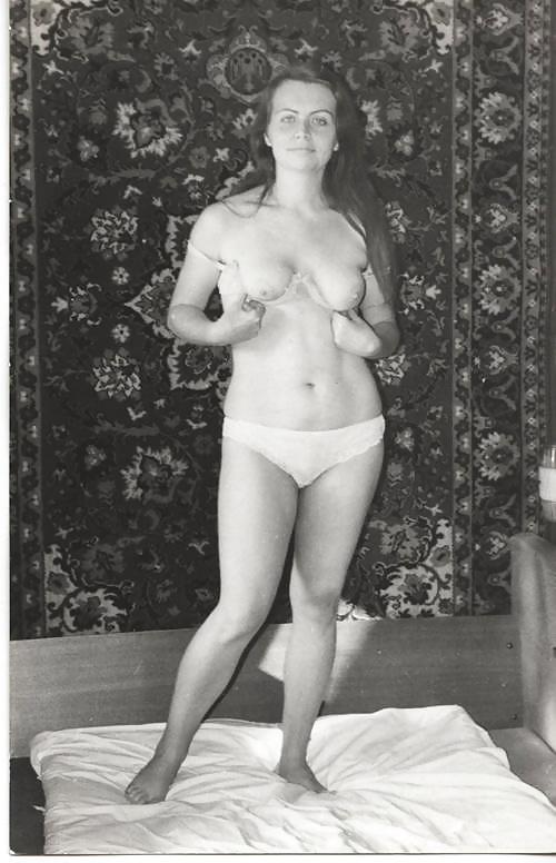 Любительская фото эротика ретро, накаченную девушку в попу член