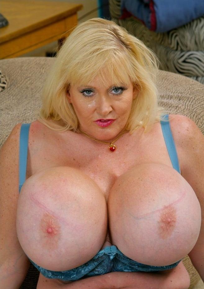 Самые большие сиськи в москве у зрелой женщины без силикона бордели толстых шлюх