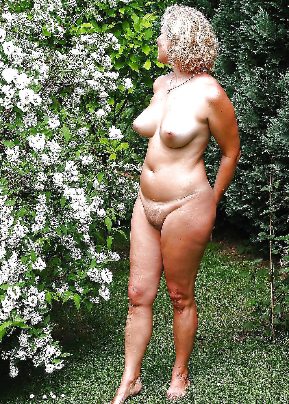 Sexy naked mature milfs