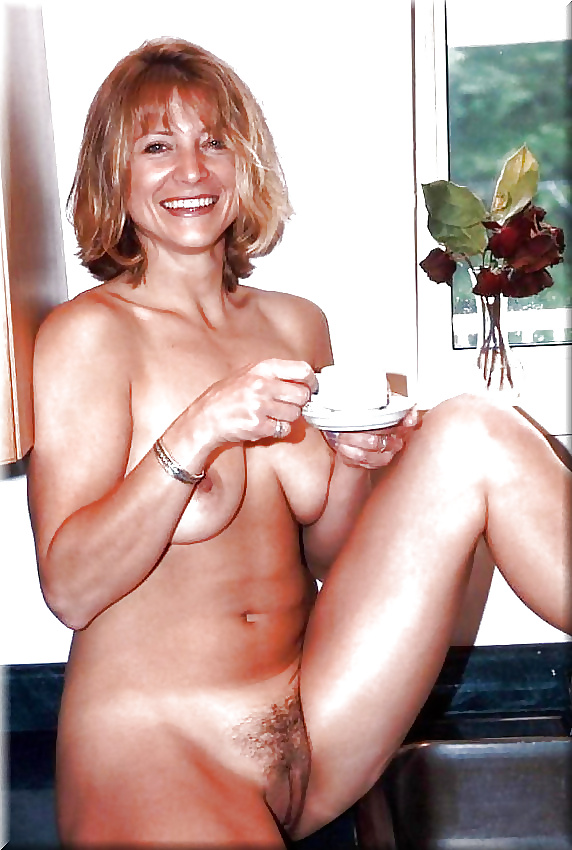 Mature wife pussy spread