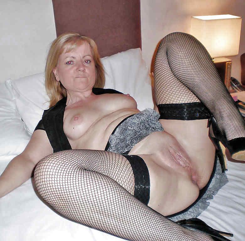 Проститутки 35 45 снял в сауне проститутку