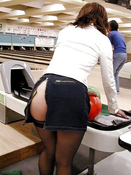 Сексуальные девушки в короткой юбке дают в жопу — pic 9