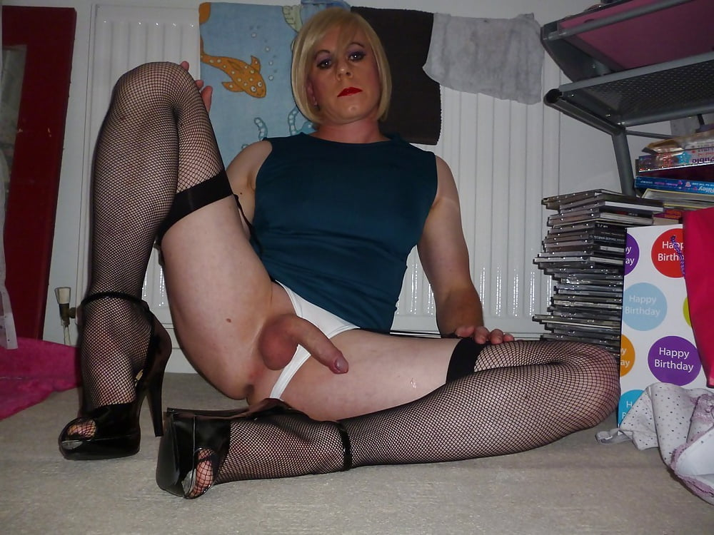Pretty and mature crossdresser, dressed in black and very hot