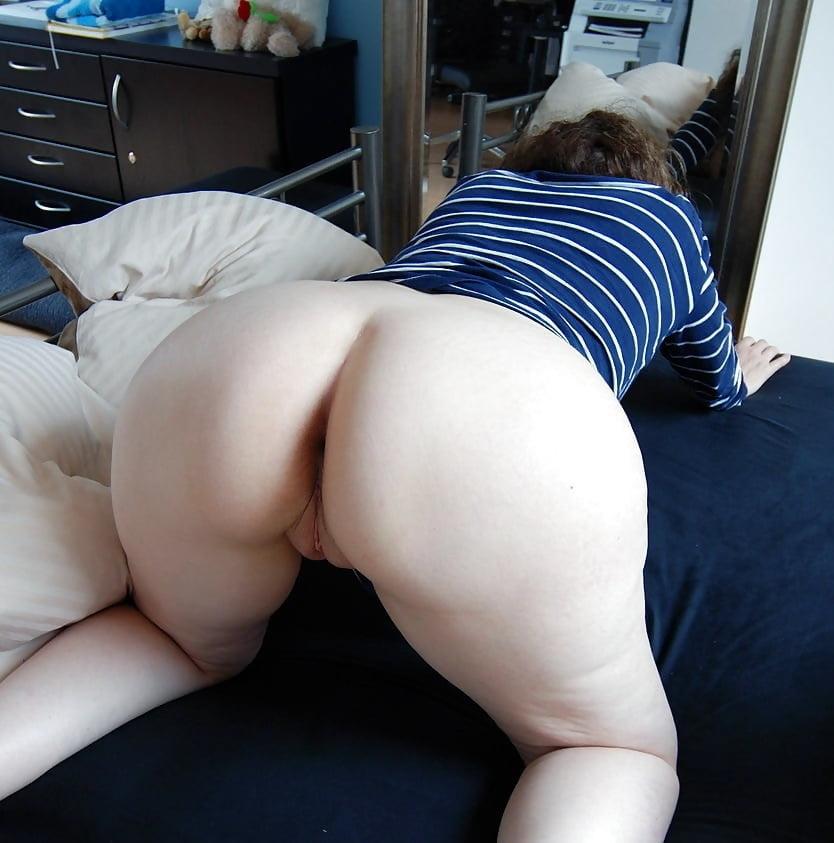 Girl Bending Over Naked Selfshot