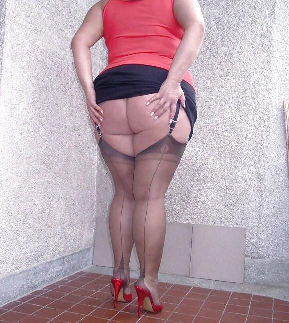 фото жирные ляжки зрелых женщин в юбках такой